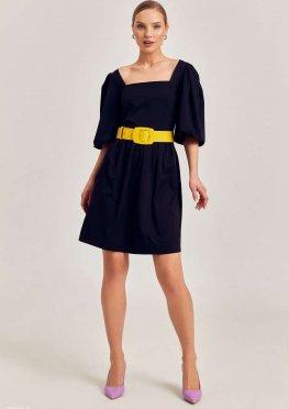 Лаконичное черное платье