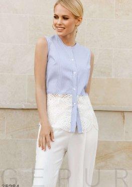 Голубая блуза с вышивкой