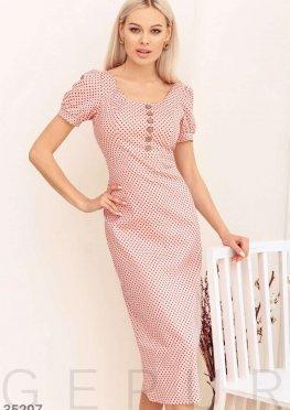 Розовое платье в гороховый принт