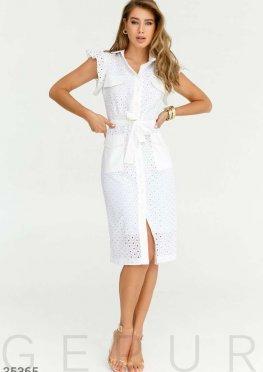Утонченное белое платье с вышивкой
