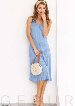 Вязаное платье голубого цвета