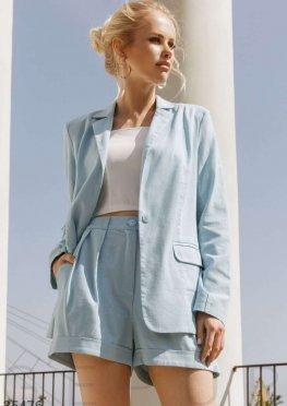 Голубой деловой костюм с шортами
