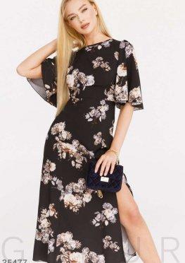 Струящееся черное платье с цветами