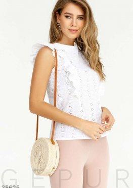 Белая блуза с утонченной вышивкой