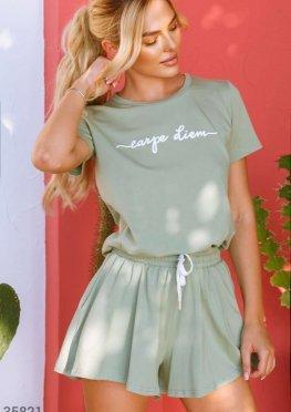 Оливковая футболка свободного кроя