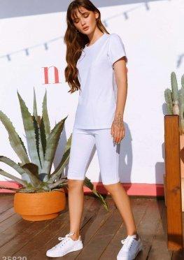 Удобный спортивный костюм белого цвета
