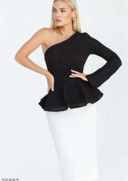 Черная асимметричная блуза с вышивкой