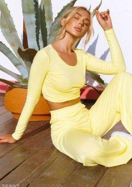 Спортивный костюм солнечного желтого цвета