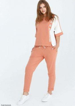 Комфортный персиковый спортивный костюм