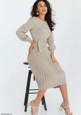 Облегающее трикотажное платье-миди бежевого цвета
