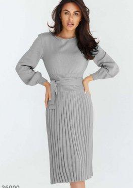 Облегающее трикотажное платье-миди серого цвета