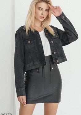 Укороченная джинсовая куртка с потертостями