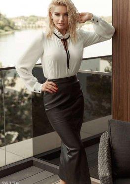 Трендовая юбка-миди с высокими разрезами
