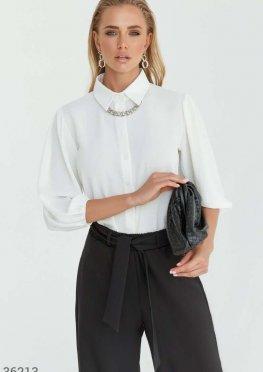 Лаконичная блуза молочного цвета