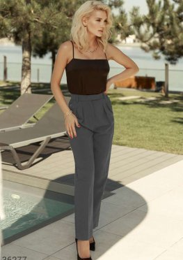 Серые брюки с трендовыми защипами