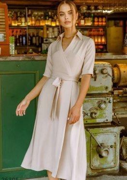 Сдержанное платье с отложным воротником