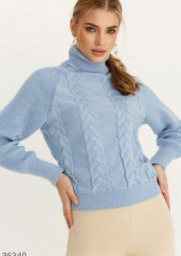 Пуловер небесного оттенка с воротником