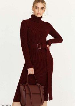 Облегающее платье бордового цвета
