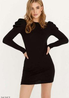 Маленькое черное платье из мягкого материала