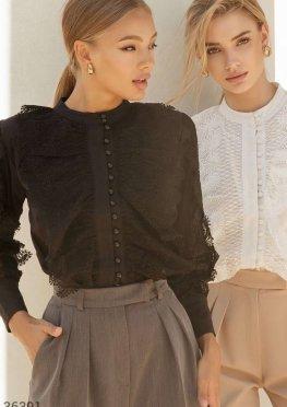 Черная блуза с утонченным кружевом