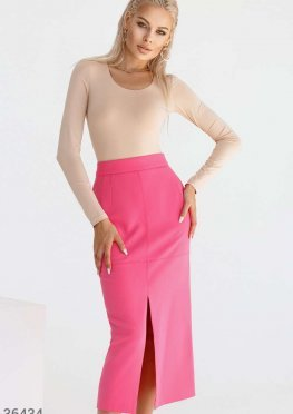 Малиновая юбка-карандаш с разрезами