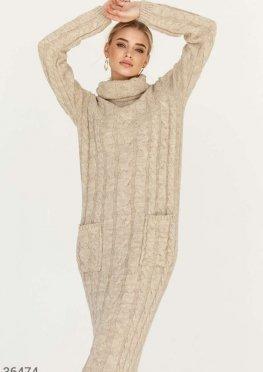 Уютное платье-макси с косами