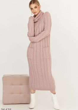 Вязаное платье с арановым узором