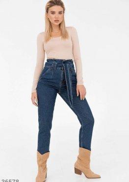 Зауженные джинсы с баской