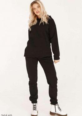 Уютный спортивный костюм черного цвета