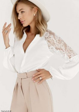 Шелковая блуза с кружевом
