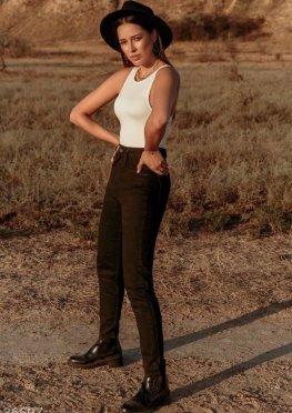 Лаконичные черные джинсы
