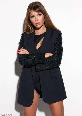 Черный пиджак с акцентными рукавами