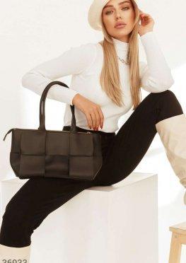 Кожаная сумка со стильным плетением