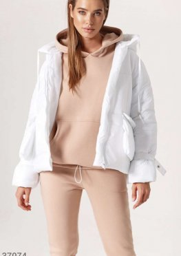 Белая oversize-куртка