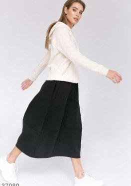 Объемная черная юбка в спортивном стиле