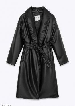 Теплое пальто кожаной фактуры