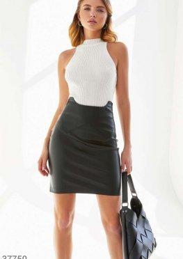 Черная юбка из мягкой кожи