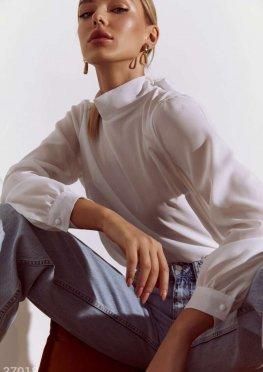 Белая блуза лаконичного кроя