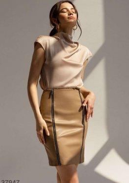Бежевая юбка-мини из гладкой кожи