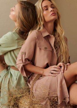 Пудровое платье в стиле сафари