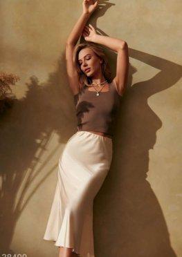 Бежевая юбка с атласным блеском