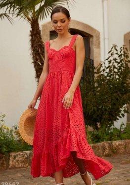 Красное платье с ажурной вышивкой
