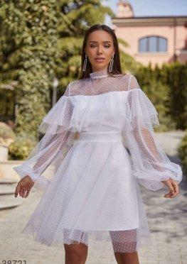 Белое платье с воздушным воланом
