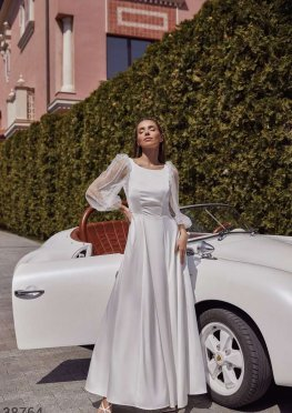 Шелковое платье с полупрозрачными рукавами