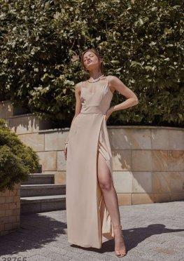 Утонченное бежевое платье