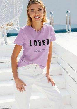Яркая футболка лилового оттенка