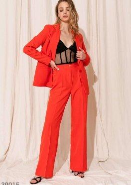 Классический красный костюм