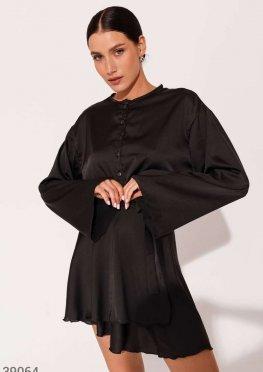 Черный костюм из атласной ткани