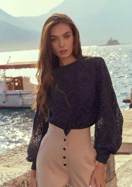 Черная романтичная блуза из прошвы
