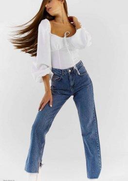 Стильные джинсы с разрезами